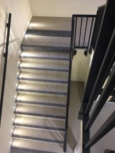 Cage d'escalier la nuit