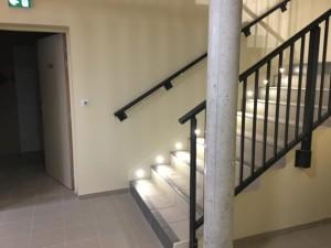 Cage d'escalier vue du couloir